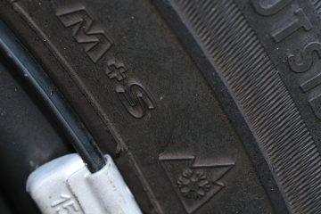 M+S Kennzeichnung mit Schneeflockensymbol.