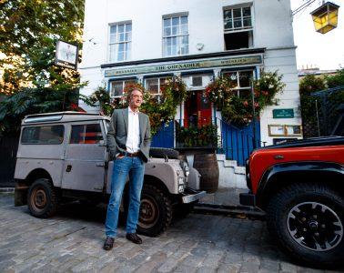 Jim Ratcliffe und seine Land Rover. © Foto: Ineos