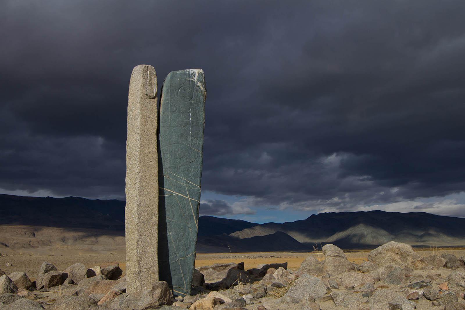 Steine mit Inschriften im Altai, Mongolei