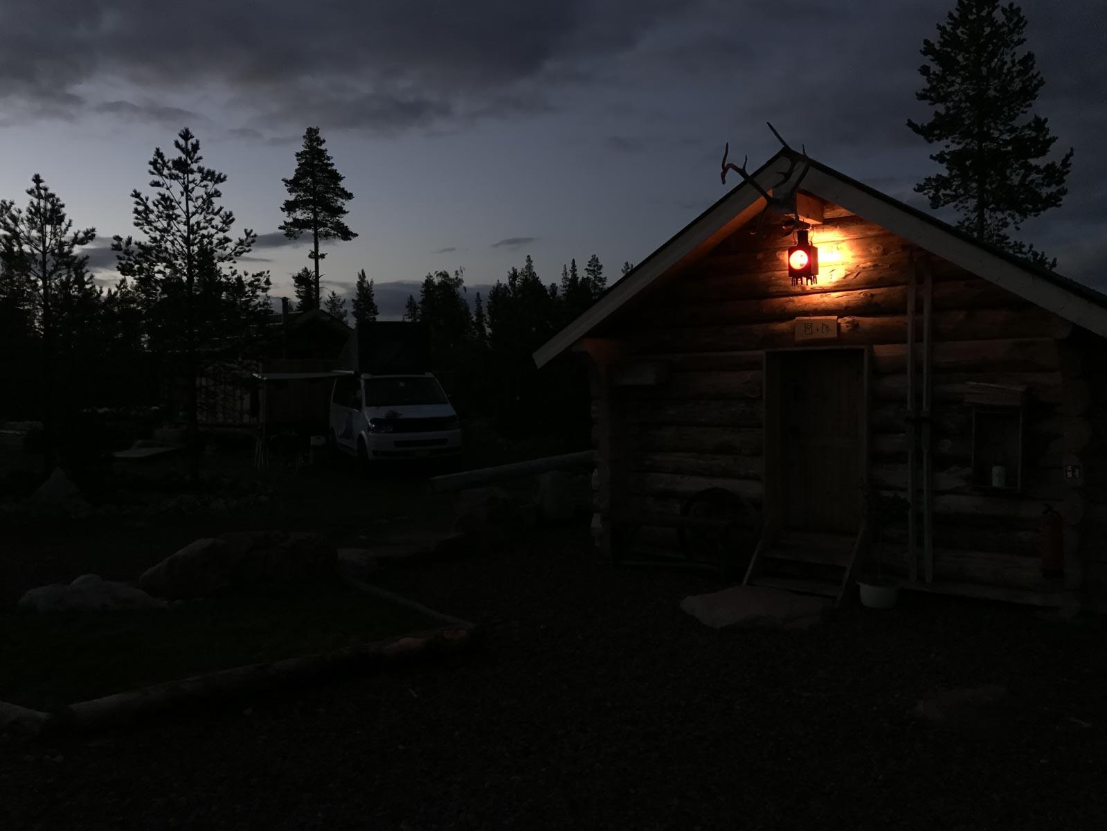 Das wichtigste Gebäude im Camp ist auch bei schlechtem Wetter immer zu finden.