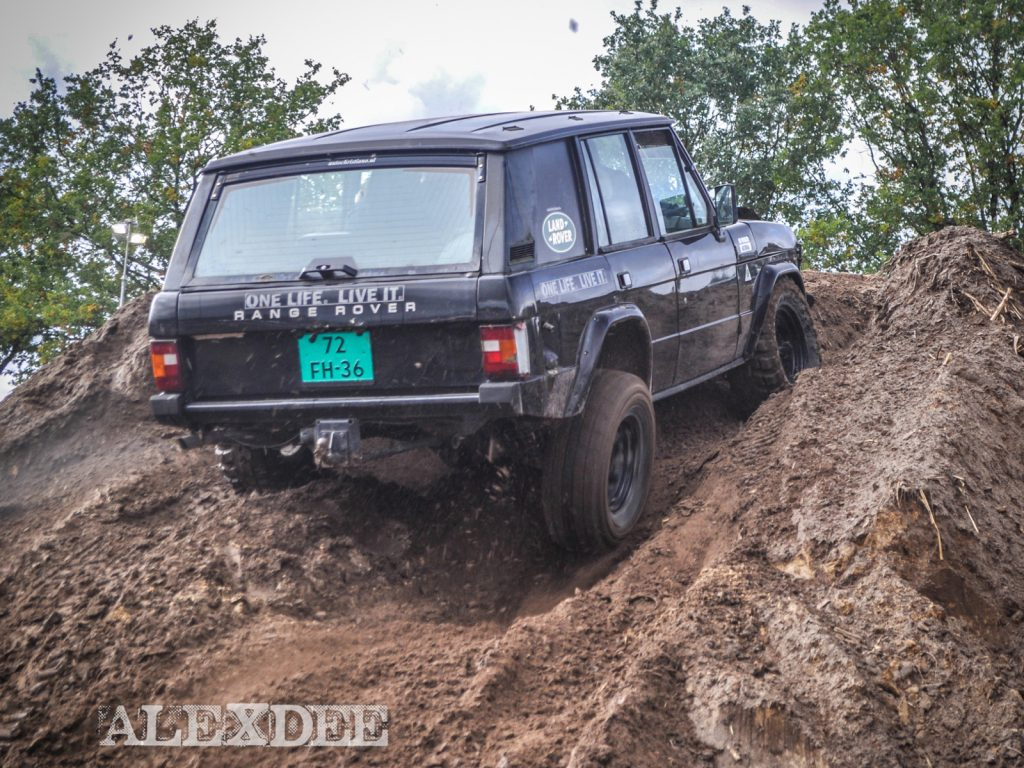 Offroad Budel 2017 - Range Rover Classic am Hang.
