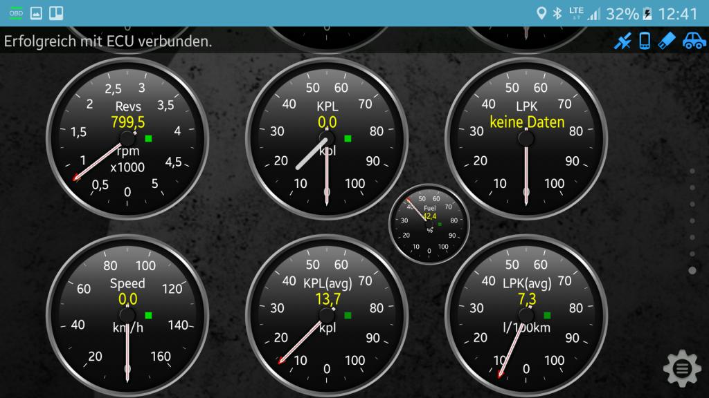 OBD-Diagnose - Stecker und App - Die Anzeigen auf den Armaturenbrettern können frei zusammengestellt werden.