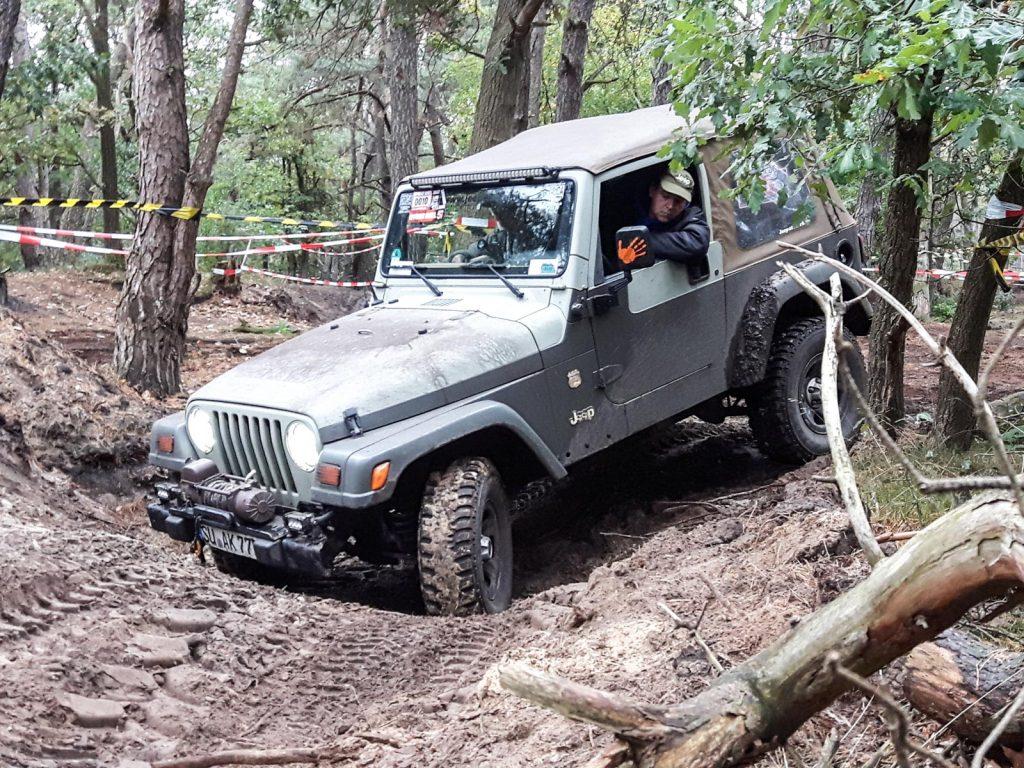 Offroad Budel 2017 - Jeep Wrangler TJ im Heidesand.