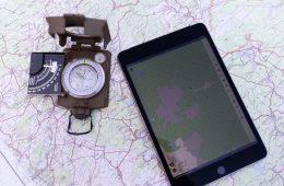 Offroad-Navigation mit Tablet und Kompass