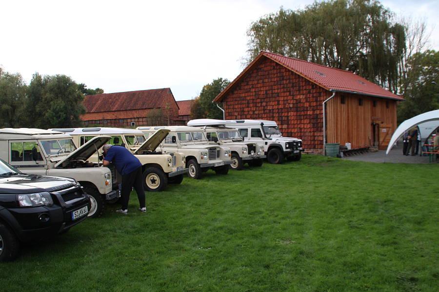 DLTR - 12 Land Rover traffen sich im Herbst auf dem Landytreffen in Liebenburg.