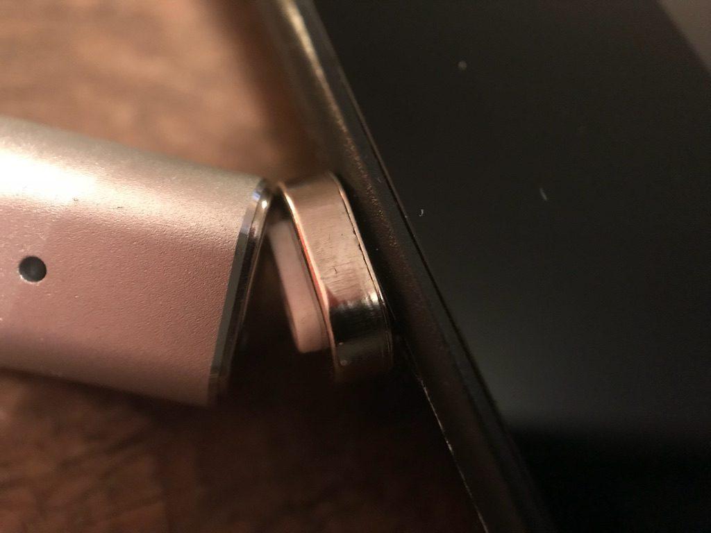 Dodocool Micro-USB-Magnetstecker - Wird am Kabel gezogen, löst sich die Verbindung ohne Schäden.