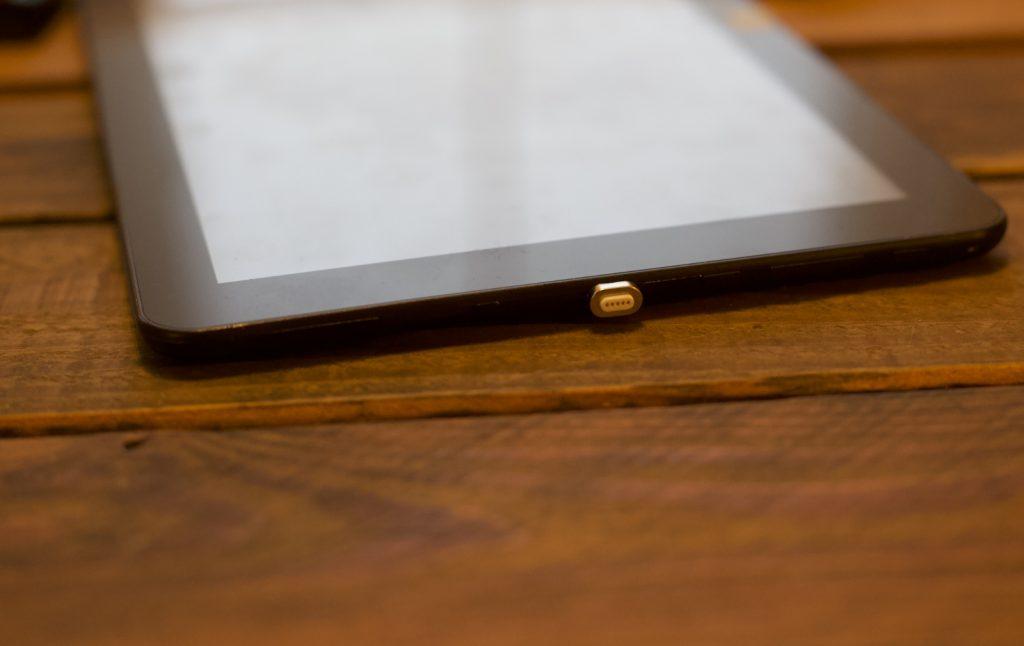 Micro-USB-Magnetstecker - Der Adapterstecker kann auch dauerhaft eingeklebt werden.