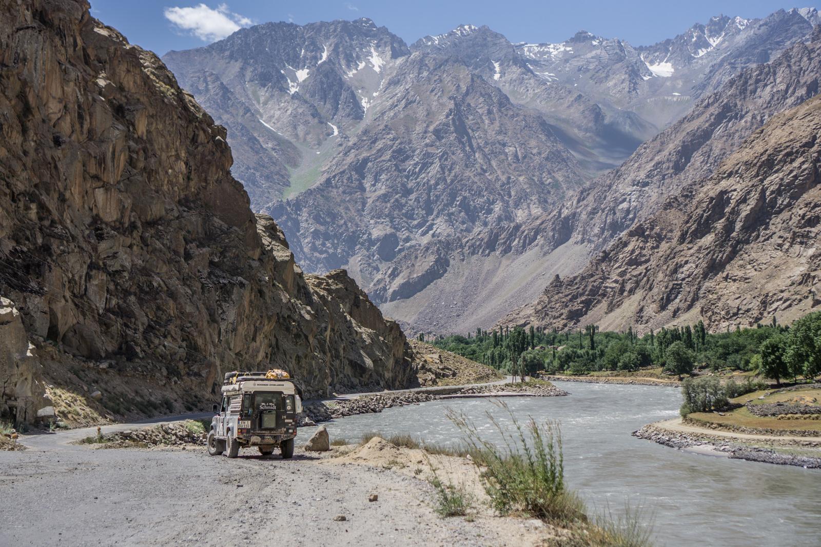 Bodensee-Overlander - Mehrere Tage sind wir an der afghanischen Grenze entlang gefahren - links Tadschikistan, rechts Afghanistan.