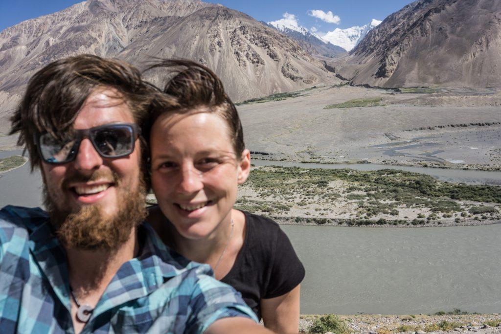 Bodensee Overlander - Selfie in Tadschikistan - im Hintergrund: Afghanistan.