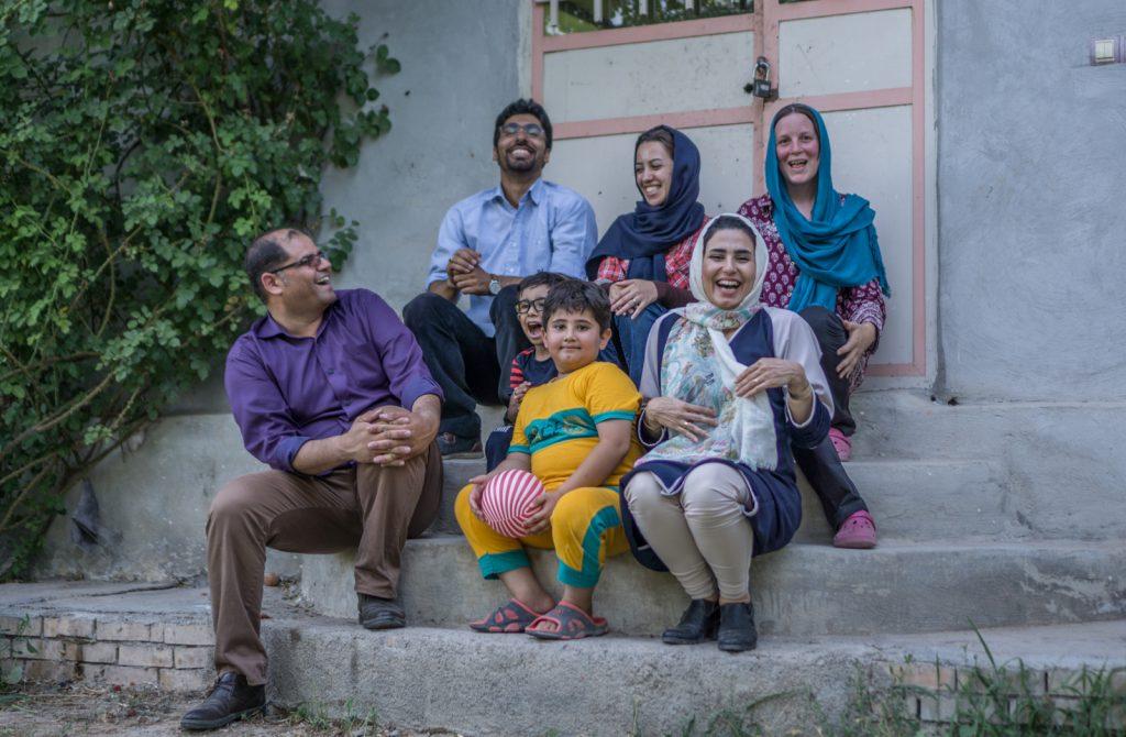 Bodensee Overlander - Wir hatten eine tolle Zeit mit mehreren Familien. Diese Familie hat mit uns mehrere Tage in Dargaz im Iran verbracht.
