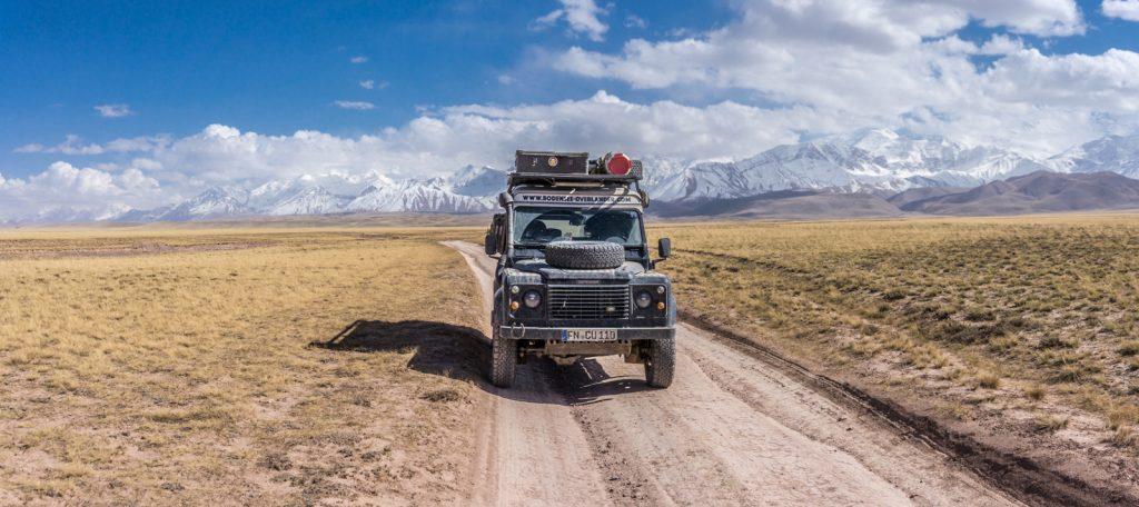 Bodensee Overlander - Die Piste zum Peak Lenin Base Camp in Kirgisistan. Der 7000er gilt als einfach zu besteigen, wir sind vom Basecamp eine Tagesetappe aufgestiegen.