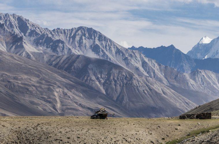 Bodensee-Overlander - Camping im Wakhan Valley in Tadschikistan. Die Berge im Hintergrund gehören bereits zu Afghanistan.