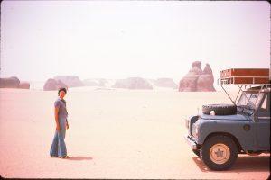 Bemerkenswerte Steinformationen in der Sahara.