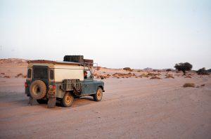 Weiche Sandpiste in der Sahara.