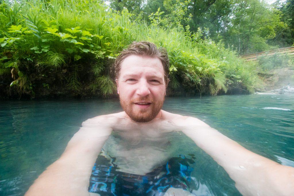 The Sunnyside 2017 - Alaska Highway 05 - Nach der Kälte genau das richtige: In einer heißen Quelle baden.