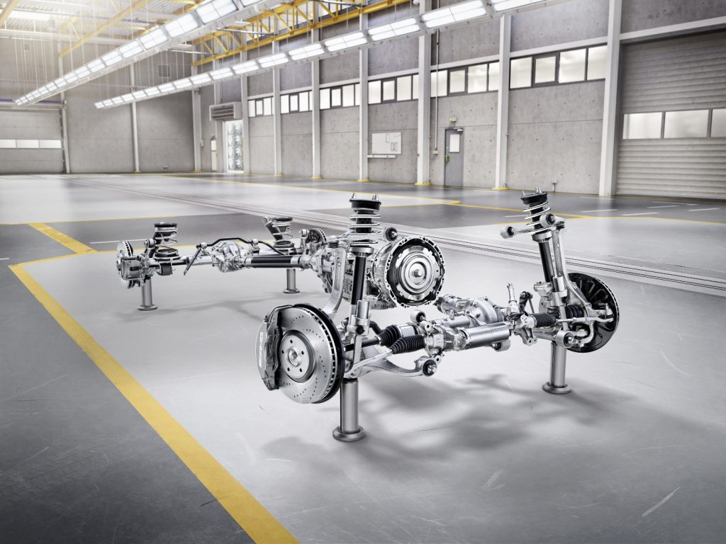 Die neue Mercedes-Benz G-Klasse von 2018 - Vorne Doppelquerlenker-Achse, hinten Four-Link-Achse mit Stabilisator und Panhard-Querlenker.