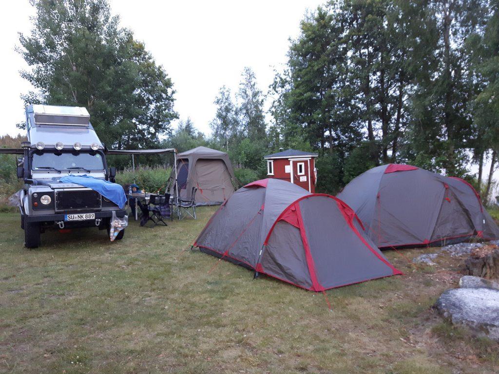 Aller Anfang muss nicht schwer sein - Unser Ratgeber Offroad-Reisen für Anfänger - Mit der ganzen Bande auf dem Campingplatz.