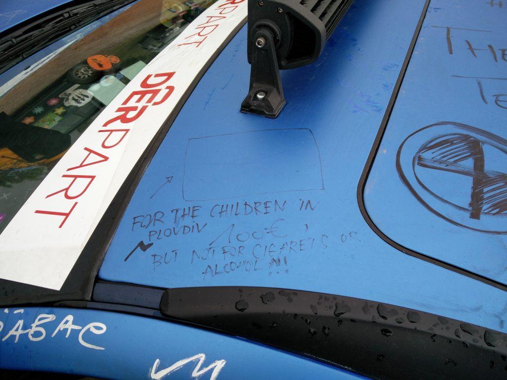 Europa-Orient-Rallye - Auch unterwegs kommt es zu spontanen Hilfsaktionen.
