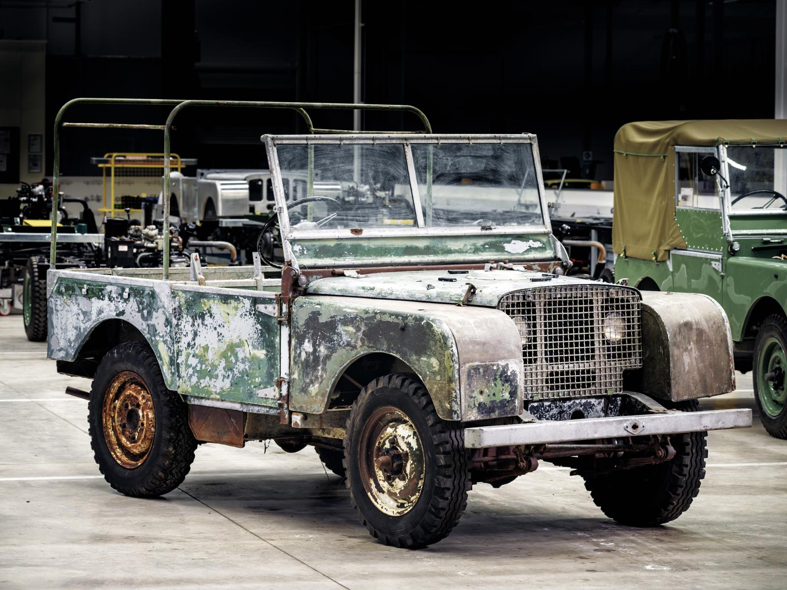 L07 - ein Land Rover Vorserienmodell und Ausstellungsstück auf der Amsterdam Motor Show 1948. © Fot