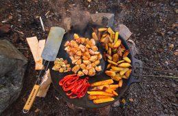 Kochen auf der Muurika - Country-Kartoffeln und Hähnchen mit Gemüse auf der Muurika.