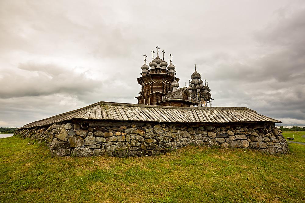 Nordwärts – 12.000 Kilometer durch Karelien, Finnland und Russland. - Ohne Zuhilfenahme eines einzigen Metallnagels sollen die Holzkirchen von Kischi erbaut worden sein.
