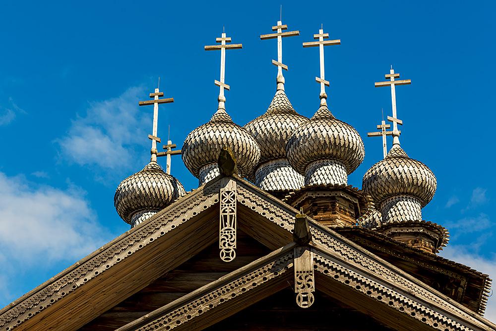 Nordwärts – 12.000 Kilometer durch Karelien, Finnland und Russland. - Die Holzkirchen sind reich mit Schnitzereien verziert und die Kuppeln mit Schindeln aus Espenholz gedeckt.