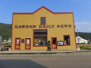 Ein Abenteurer in der Goldgräberstadt Dawson City.