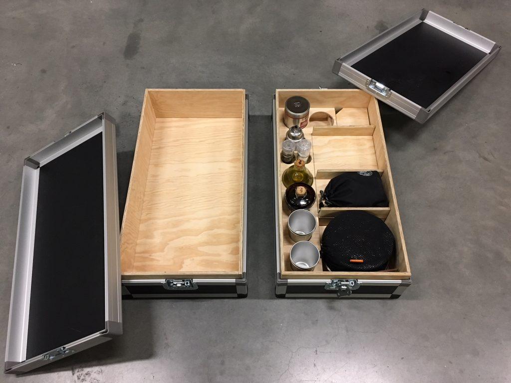 Alex Küchenkiste - Beide Kisten, einer bereits mit dem Küchenausbau.