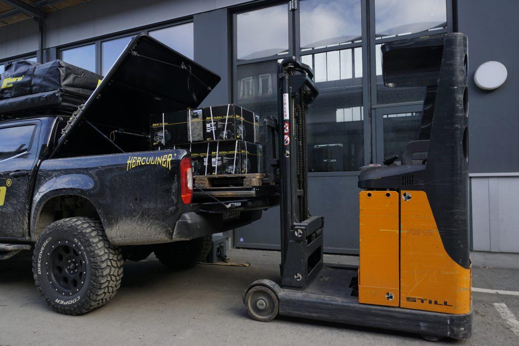 Mercedes X-Klasse-Zubehör von horntools - Die Auszugschublade hilft beim Beladen, z.B. mit einem Gabelstapler.