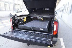 Mercedes X-Klasse Zubehör von horntools - Eingeschobener Schwerlastauszug bis 300 Kilogramm.