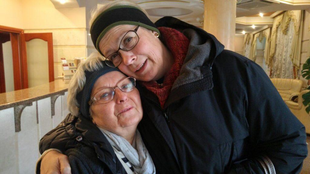 """Europas wilder Osten - Meine Mutter und meine Frau """"auf einer Wellenlänge""""."""