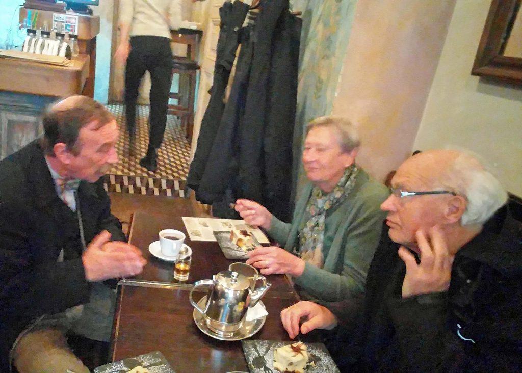 Europas wilder Osten - Vasilij und Antjes Eltern Ilse und Enno, die deutsch-ukrainische Geschichte wird bei Kaffee und Schnaps neu geschrieben.