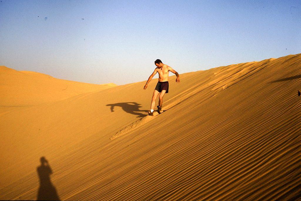 © H.C. Maurer - Alles was rutschte wurde zum Sandsurfen genommen. Hier eine Sandschaufel.