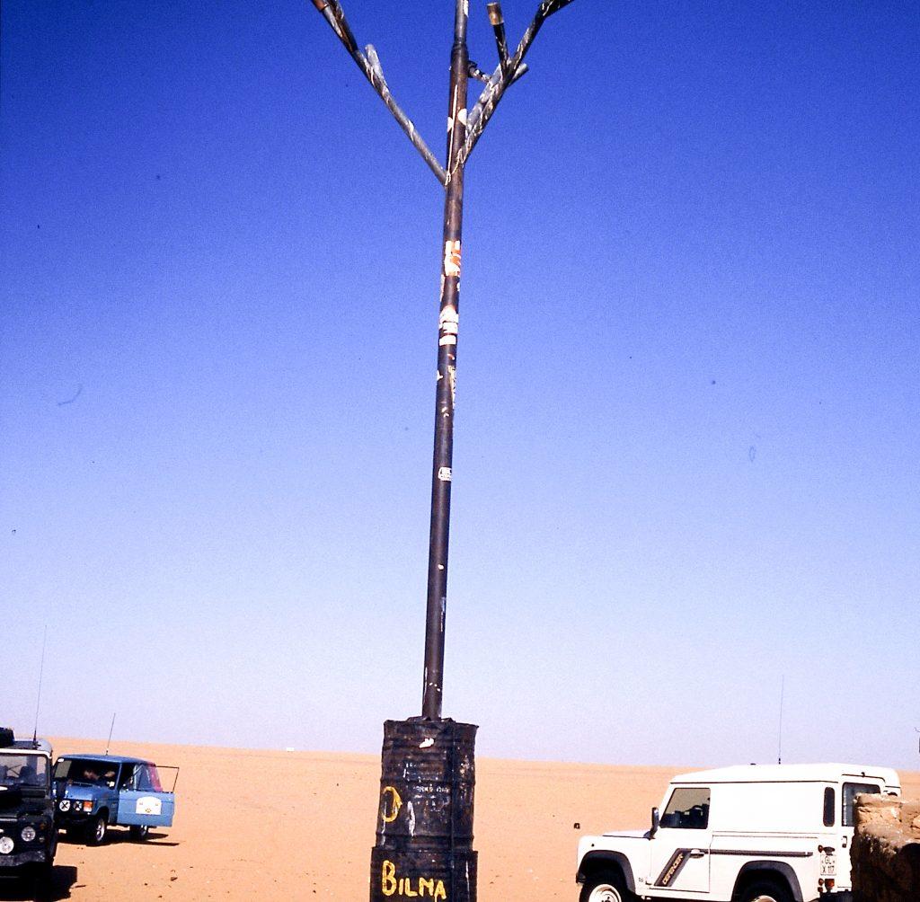 © H.C. Maurer - Punktlandung beim Arbre du Ténéré, dem ehemals einzigen Baum in der Wüste der Wüsten.