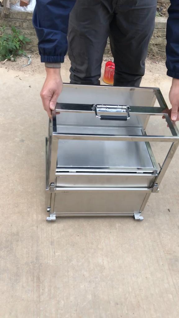 Kompakte Edelstahl-Kochbox.