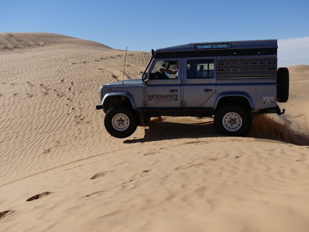Offroad im Sand - Das war etwas zu schnell über die Kuppe gefahren.