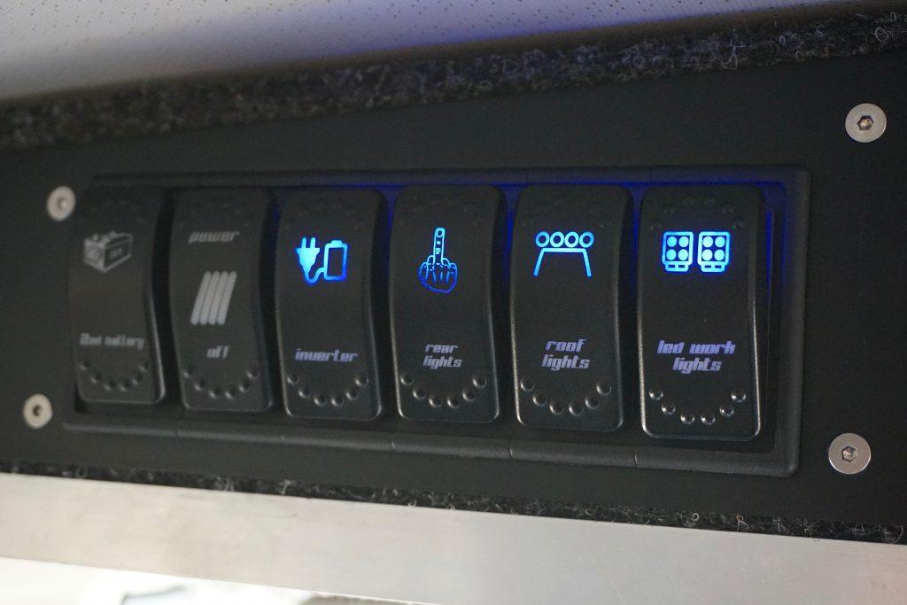 Selbstausbau Toyota Land Cruiser J7 - Die Schaltereinheit.