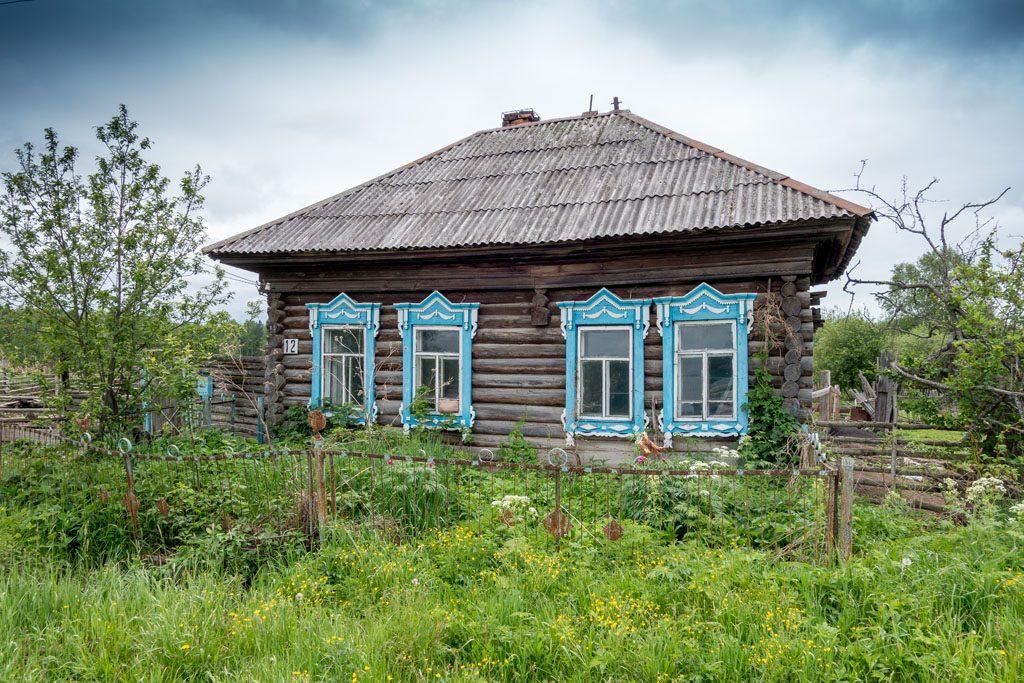 Wohnmobil-Fernweh - Holzhäuser mit kunstvollen Schnitzereien sind typisch für Sibirien.
