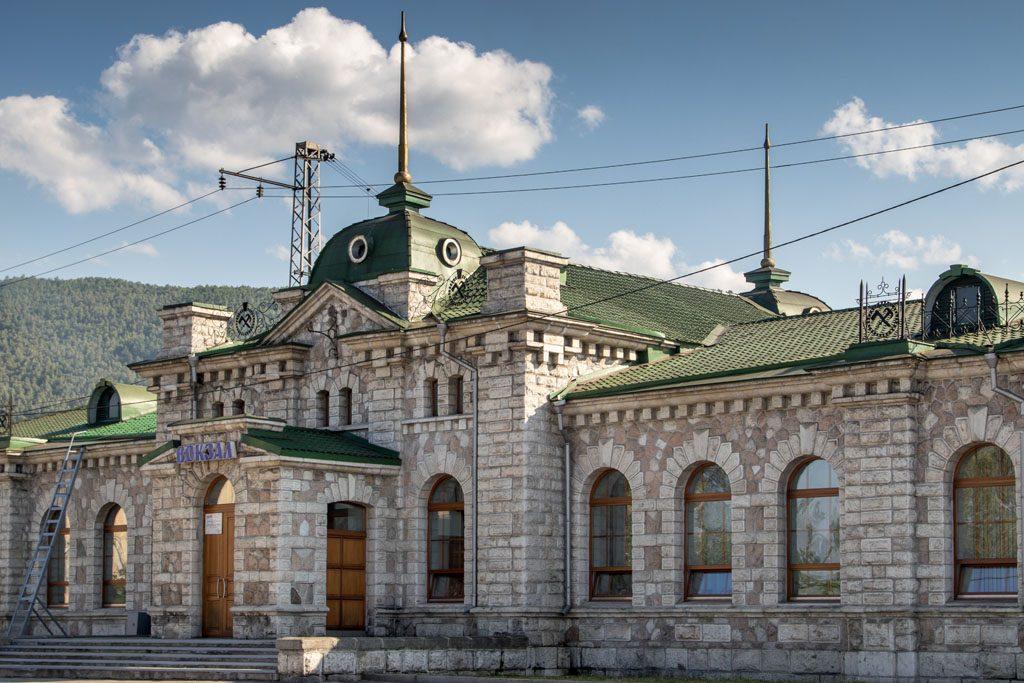 Wohnmobil-Fernweh - In Sludjanka gibt es den einzigen Marmorbahnhof der Welt.