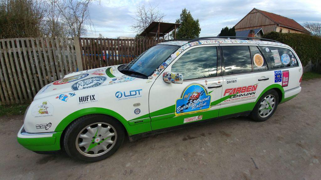 Europa-Orient-Rallye mit Team 51 Matsch&Piste - Noch sauber und fahrbereit, die S210 E-Klasse-Komibi von Christian.