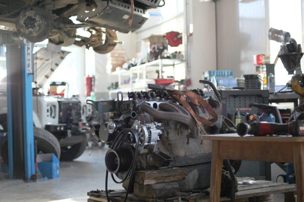 re-Suspension in neuen Räumlichkeiten - Reparaturen und Umbauten erledigt weiterhin die Werkstatt.