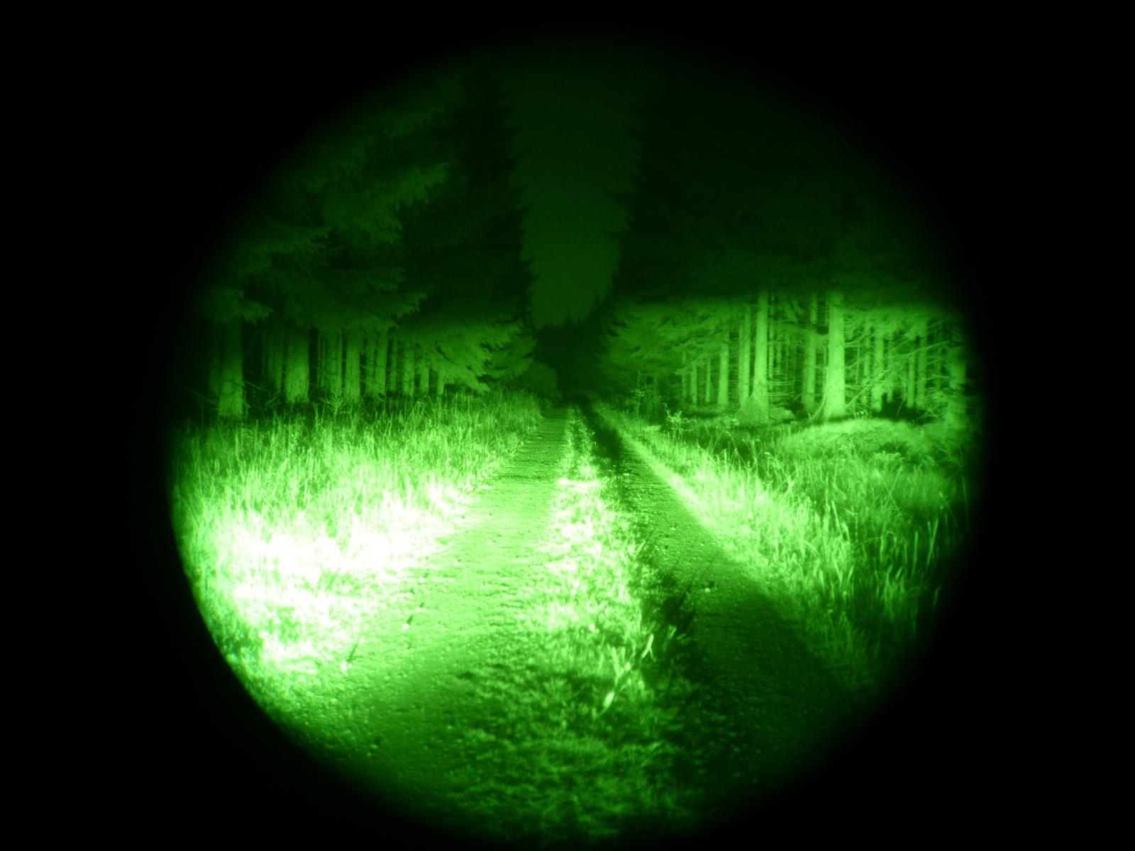 © Nolden Cars&Concepts - Mit 850 nm Infrarot-Beleuchtung im Wald.
