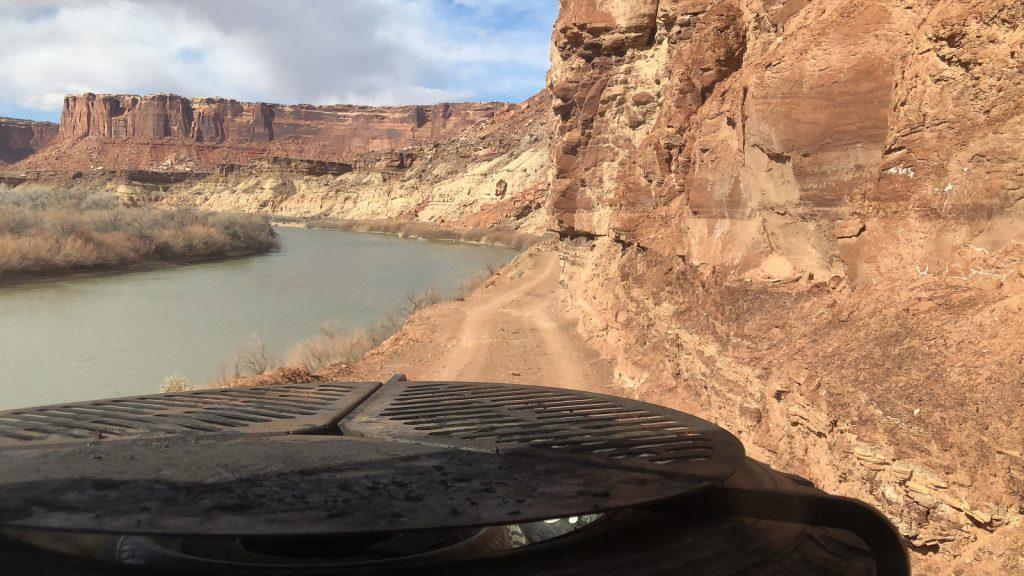 The Sunnyside - White Rim Trail - Der Colorado River ist ständiger Begleiter.