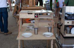 Abenteuer & Allrad 2018 - Nakatanenga - Arbeitsfläche und kleienr Tisch in einem. Der Clou, von beiden Seiten zu nutzen.