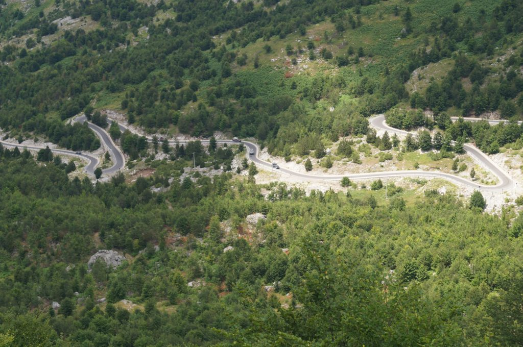 Offroad in Albanien - Ausblick vom Pass Buni i Thores.