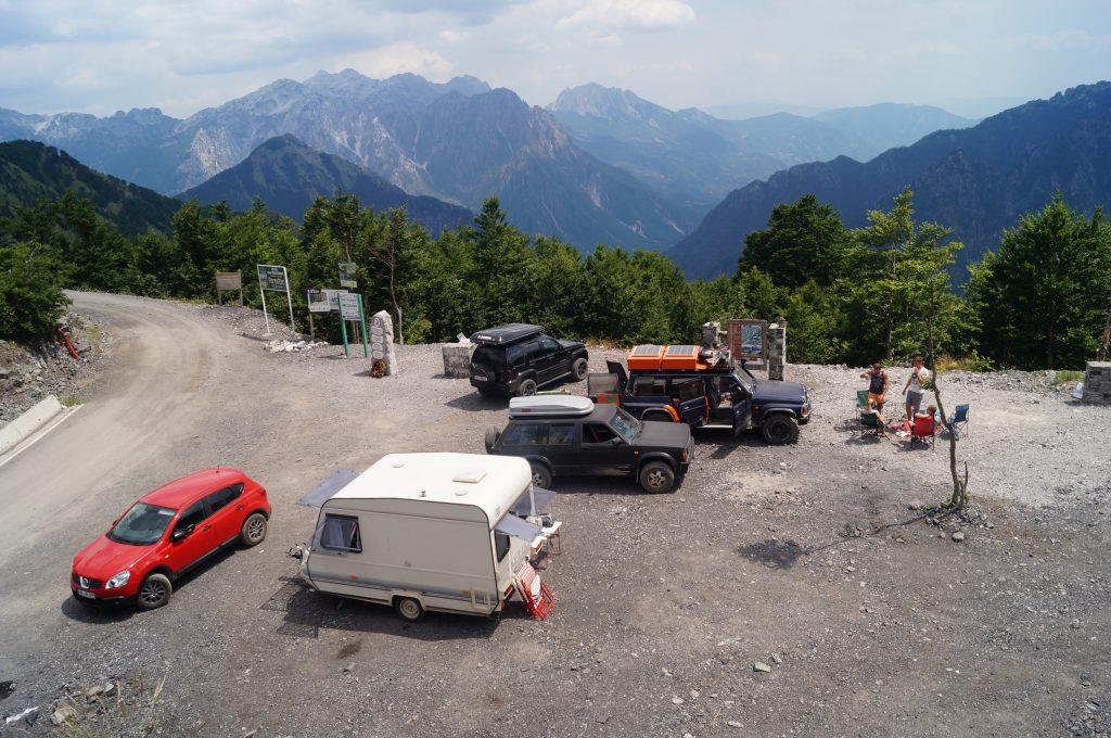 Offroad in Albanien - Rastplatz vor der Abfahrt ins Theth-Tal.