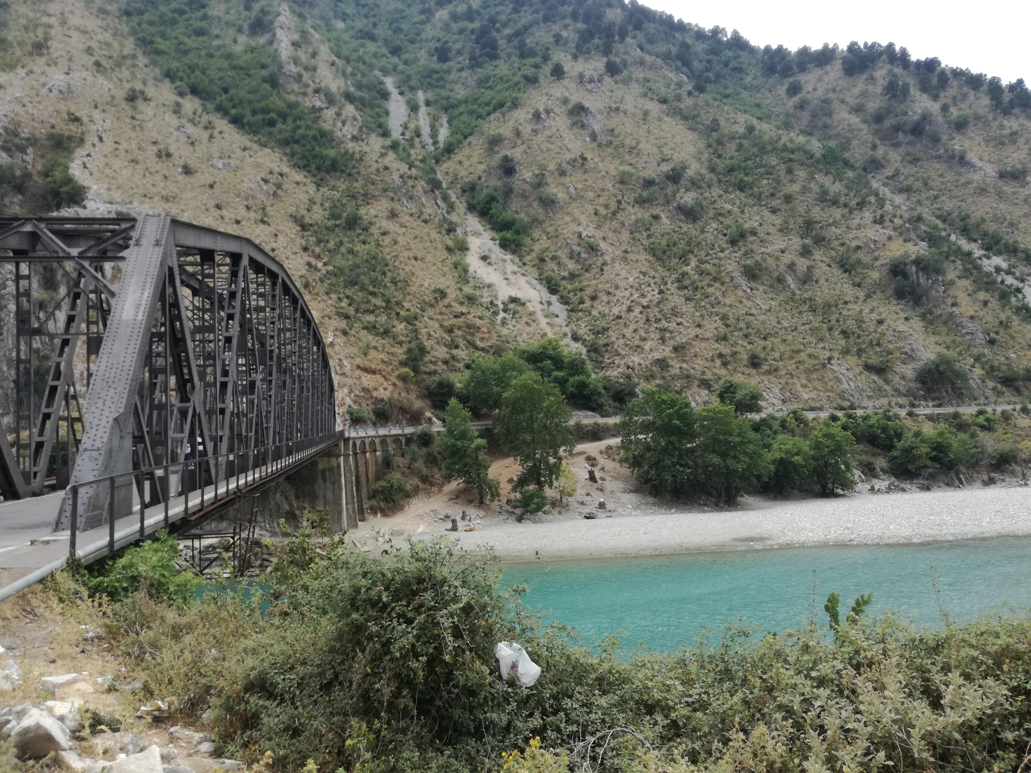 Offroad in Albanien - Flussüberquerung kurz vor Gjirokaster
