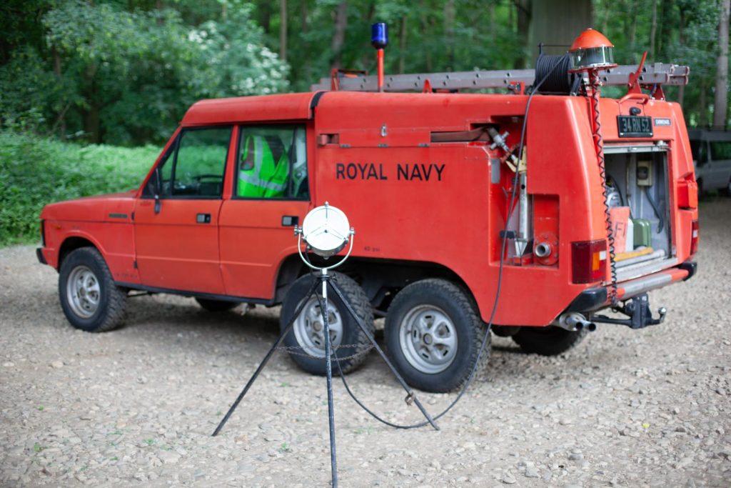 Range Rover TACR Mk2 - Lampe mit Dreibein und Verlängerungskabel.