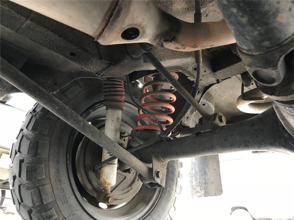 Achskonzepte 03 - Die oberen Lenker liegen weiter innen und erzeugen so weniger Gegendruck bei der Verschränkung.