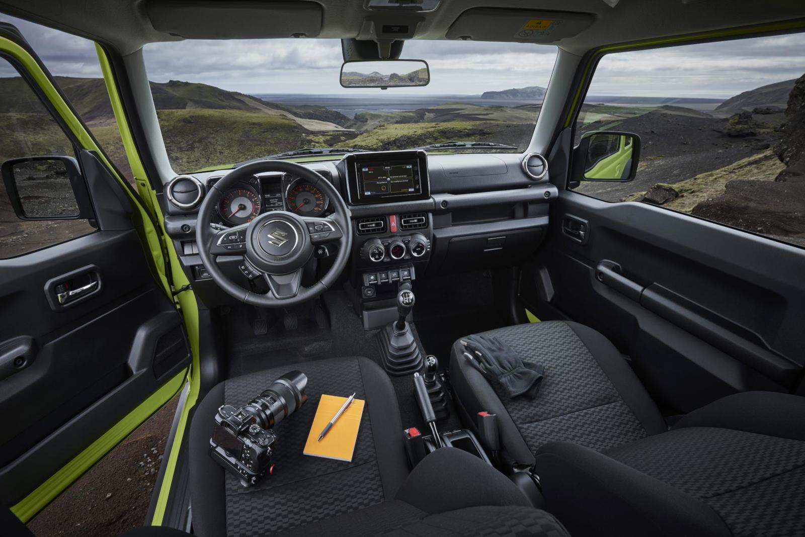 Suzuki Jimny 2018 - No-Nonsens-Innenraum.